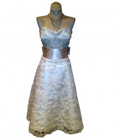 Think this would look stunning with a sparkly crystal belt