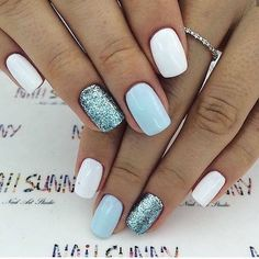 White, light blue and blue glitter nails.