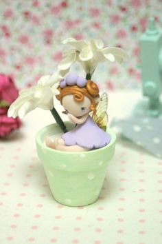 Rose fairy figurine made of polymer clay and sitting in a flower pot. Polymer Clay Fairy, Polymer Clay Figures, Polymer Clay Dolls, Polymer Clay Projects, Teen Girl Crafts, Fairy Crafts, Clay Fairies, Fairy Figurines, Cute Clay