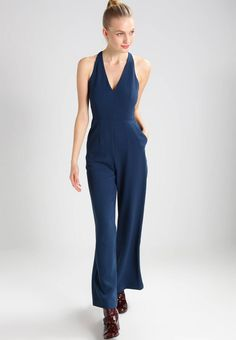 "Jumpsuit - stormy sea. Lining:100% polyester. Outer fabric material:100% polyester. outer leg length:43.5 "" (Size 8). Details:zip fastening,deep pockets. Length:long. inner leg length:32.5 "" (Size 8). Fit:tailored. Neckline:Low V-neck. Our model's height:Our model is 71..."