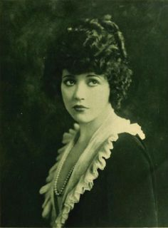 We love these photos of the stunning actress of the silent-era, Marie Prevost – sadly she died young.  Actress Marie Prevost on page 11 of the June 1921 Photoplay magazine. Source