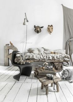 Make a Safari theme to your Kid room by natural colours with Wild and Soft animal heads and industrial pieces. And I mean Photo Safari. Safari Chic, Safari Theme, Kids Bedroom, Bedroom Decor, Safari Bedroom, Kids Decor, Home Decor, Decor Ideas, Kids Room Design