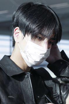 Asian Boy Haircuts, Haircuts For Men, Baby Pink Aesthetic, Aesthetic Boy, Medium Hair Styles, Short Hair Styles, Korean Men Hairstyle, Song Wei Long, Kpop Hair
