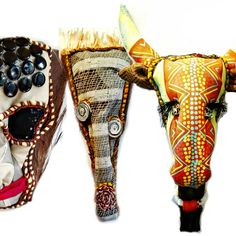 mask, totem and textile trophies mounted on palm leaves Hand Printed Fabric, Printing On Fabric, Giraffe, Elephant, Textiles, African Jewelry, African Animals, Craft Stores, Jewelry Crafts