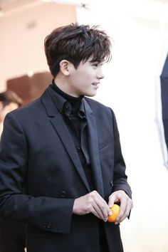 Park Hyung Sik - He must eaten the other tangerine. Park Hyung Sik, Actors Male, Asian Actors, Korean Actors, Korean Star, Korean Men, Strong Girls, Strong Women, The Heirs