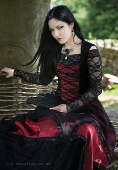 Model: Ella Amethyst Photo: Trev Wordley www.twordley.co.uk Dress: Sinister- Necklace: Alchemy Gothic from The Gothic Shop Welcome to Gothic and Amazing |www.gothicandamazing.org