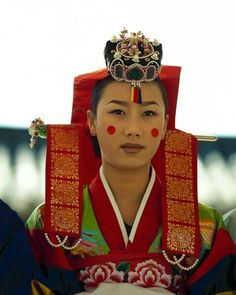 Bride in traditional attire, Seoul, South Korea