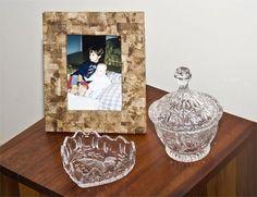 Porta-retrato totalmente reciclado com papelão, jornal e filtro de café usado
