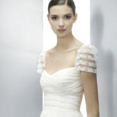 Jesus Peiro dress- Modern Filipiniana in White Lace Modest Wedding Gowns, Designer Wedding Gowns, Wedding Suits, Bridal Gowns, Filipiniana Wedding, Filipiniana Dress, Bridals By Lori, Costume, Bridal Style