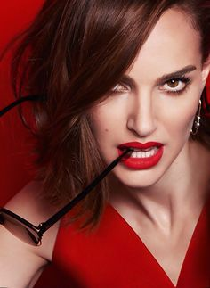 All about Dior's beauty products with the range of cosmetics, skin care, make up and fragrances for men and women. Beauty tips and expertise by Dior Most Beautiful Faces, Beautiful Celebrities, Beautiful Women, Natalie Portman Hot, Gal Gardot, Nathalie Portman, Portraits, Jessica Alba, Best Actress