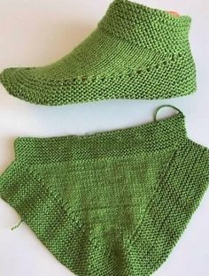 Knit Booties in 15 minutes – Tutorial, Knit Booties in 15 minutes – Tutorial, Outlander Knitting Patterns, Loom Knitting, Knitting Socks, Knitting Stitches, Knitting Patterns Free, Knitted Booties, Knitted Slippers, Knitted Hats, Crochet Pouch