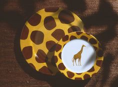 giraffe charger and dessert plate.so jungle! (#safari, #out of africa, #jungle) Jungle collection, safari, , Dinnerware, porcelain, Africa, hand made,FRAGILE by Patricia Deroubaix.Limoges France