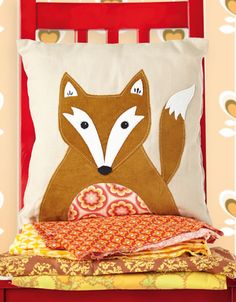Hey Foxy fox cushion pillow by Fiona Hesford for issue 17 of Love Patchwork & Quilting magazine