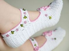 hand knitted wool slippers traditional white by LOVELYCHICKNITTING, $28.00