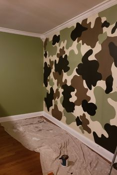 Easy step by step tutorial with materials list! This cool pattern works on walls, furniture, playhouses, etc. Fun for little boys and little girls! A fun, decorative paint finish! Boy Room Paint, Room Wall Painting, Boys Room Paint Ideas, Cool Bedrooms For Boys, Little Boys Rooms, Boy Bedrooms, Camouflage Bedroom, Camo Rooms, Boys Army Bedroom