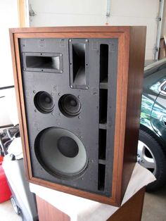 Frazier Model Seven speakers were high efficiency designs, clear enough for stereo and loud enough for excellent p a systems. Best of both worlds!
