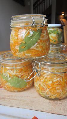Mjölksyrad morot och vitkål Raw Vegan Recipes, Good Healthy Recipes, Healthy Snacks, Good Food, Yummy Food, Food Fantasy, Swedish Recipes, Kimchi, Food Inspiration