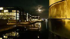 Copenhagen by night. Måneskin over Knippelsbro og Københavns Havn