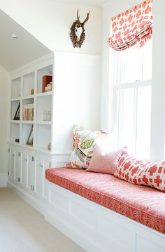 Window seat. This is space is perfect for reading! #Windowseat