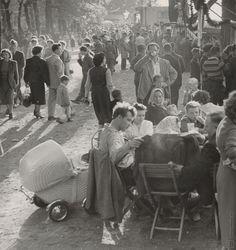 Ján Cifra: 1. máj v Petržalke:1957 Famous Photographers, Vintage Photos, Famous People, Nostalgia, Black And White, Photography, Painting, Art, Black White