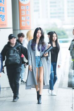 Purple suits her better Korean Street Fashion, Korea Fashion, Kpop Fashion, Cute Fashion, Asian Fashion, Kpop Outfits, Girl Outfits, Fashion Outfits, Airport Fashion Kpop