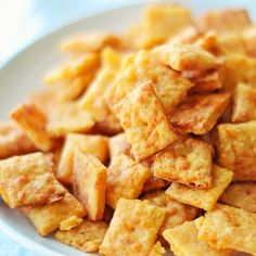 So these are pretty darn tasty little bits of homemade goodness Cheese Crackers! Who else is happy it's FRIDAY!?!?? Me too! Enjoy your day everyone. Copy & paste to get the #LittleFiggyFood recipe link http://ift.tt/2aB49Ft