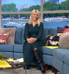 Holly Willoughby, Boots, Dresses, Style, Fashion, Crotch Boots, Vestidos, Swag, Moda