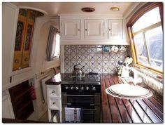 Houseboat Interiors Ideas (54) Narrow Boats For Sale, Canal Boat Interior, Sailboat Interior, Narrowboat Interiors, Narrowboat Kitchen, Houseboat Living, Houseboat Ideas, Floating House, Tiny House Movement