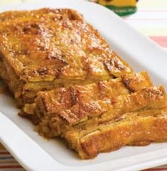 Delicious, easy and moist banana bread that is also vegan. My daughter is vegan, she loves this one. Trifle Desserts, Delicious Desserts, Bananas, Real Food Recipes, Cooking Recipes, Fast Recipes, Bread Recipes, Yummy Recipes, Gastronomia