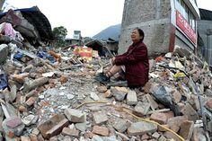 El peor terremoto en China en tres años dejó al menos 160 muertos y más de 5700 heridos.  Foto:AP