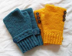 This pattern is for seamless fingerless gloves with a ribbed cuff. Worked in one piece and with instructions for several different finishing decorations.