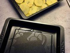 Sütőben sült hagymás krumpli sok sajttal: krémes és pikáns recept lépés 3 foto Griddle Pan, Sheet Pan, Springform Pan, Grill Pan