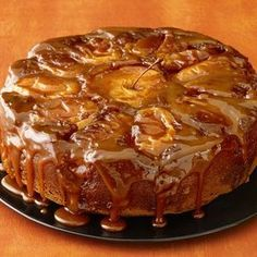 See how to make Food Network Magazine's Caramel Apple Cake recipe as a festive fall centerpiece for your Thanksgiving dessert spread. Apple Cake Recipes, Apple Desserts, Dessert Recipes, Pear Recipes, Dinner Recipes, Food Cakes, Thanksgiving Cakes, Bon Dessert, Dessert Table