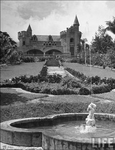 Gardens and exterior of the home of Diego Echavarría. Black White Photos, Black And White, Tower Bridge, Find Art, Framed Artwork, Coloring Pages, Exterior, Poster, Gardens