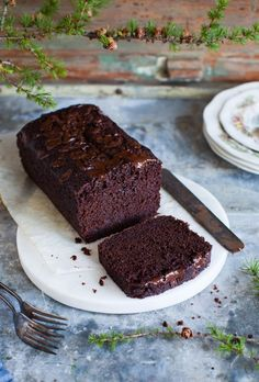 Naturally-sweetened and inherently moist, this chocolate beet snack cake features winter beets – peels and all, in a comforting treat. Beet Recipes, Baking Recipes, Cake Recipes, Smoothie Recipes, Dessert Recipes, Food Cakes, Cupcake Cakes, Cupcakes, Deserts