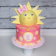 'My little sunshine' themed birthday cake ☀️ 1st Birthday Party For Girls, First Birthday Party Themes, First Birthday Cakes, Birthday Ideas, Sunshine Birthday Cakes, Sun Cake, Buttercream Birthday Cake, Pink Lemonade Party, Sunshine Baby Showers