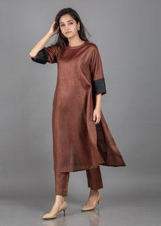 Silk Kurti Designs, Salwar Designs, Kurta Designs Women, Blouse Designs, Stylish Dress Designs, Designs For Dresses, Stylish Dresses, Pakistani Fashion Party Wear, Indian Fashion Dresses