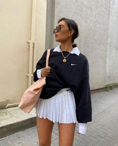 34 All Black Street Style Outfits - How to style black outfits - RedonWhite Komplette Outfits, Indie Outfits, Retro Outfits, Cute Casual Outfits, Fashion Outfits, Tennis Outfits, Sporty Chic Outfits, Skater Outfits, Cute Girl Outfits