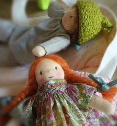 Happy cute family - Page 1 - Happy cute family Waldorf Toys, Doll Tutorial, Liberty Print, Cute Family, Fabric Dolls, Sweet Girls, Chiffon, Kids Playing, Smocking