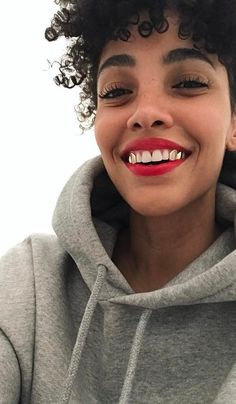 7 Things Anxiety-Free Girls Do Every Morning (The Zoe Report) Gold Teeth, White Teeth, Girls With Grills, Girl Grillz, Grillz For Girls, Tooth Gem, Grills Teeth, Free Girl, Luxury Beauty