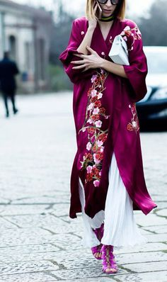Embroidered silk cherry blossom Kimono wrap, teamed with white linen culottes, for a bold summer style statement. Check out the Kimono shop for similar styles. Street Style Trends, Street Style Chic, Street Styles, Kimono Outfit, Kimono Fashion, Kimono Style, Kimono Coat, Silk Coat, Silk Kimono Robe