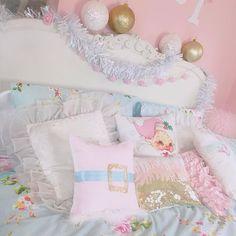 Decorate with Me! ♡ & DIY Girly Christmas Room Decor https://www.youtube.com/watch?v=WWr-r1giiI0