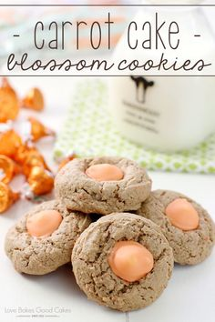 Treat yourself to a favorite spring flavor with these Carrot Cake Blossom Cookies! Carrot Cake flavored cookies with Carrot Cake flavored KISSES! I know I have mentioned it before, but really, it bears repeating . Mini Desserts, Easy Desserts, Homemade Desserts, Dessert Simple, Oreo Dessert, Spring Recipes, Easter Recipes, Easter Food, Hoppy Easter