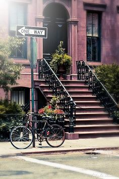 Bike, NYC, Carmen Moreno Photography. It looks like from a movie