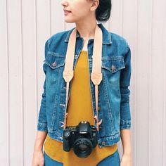 look jeans/ alça de câmera de couro