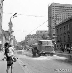 Kliknite pre zobrazenie veľkého obrázka Retro 2, Bratislava, Socialism, Old City, Old Photos, Louvre, Street View, Black And White, Building
