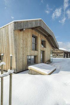 Casa contemporánea en el tirol austriaco http://ventacasasdemadera.com/2014/03/12/casa-de-madera-en-el-tirol-austriaco/   #madrid #casademadera #madera #casaspersonalizadas #ventacasasdemadera