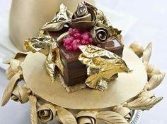 Lo chef Marc Guibert ha realizzato il #dolce più costoso al mondo, con #cioccolato, foglie d'oro, caviale e champagne. Assaggiarlo vi costerà una fortuna. http://www.alice.tv/curiosita/dolce-piu-costoso-al-mondo-cioccolato