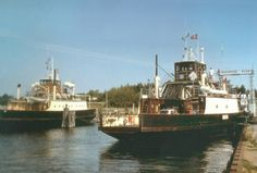 IDA og GRØNSUND i Bogø Havn. 25. juli 1992. GRØNSUND, som havde afløst GUDRUN og sejlet på ruten siden 1979, blev taget ud af drift i 1995. Foto: Hans Jørn Fredberg. Fra Anders Riis: Danske træfærger, s. 103.