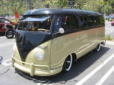 Les plus beaux Combis, le van mythique qui vous suit partout dans le monde